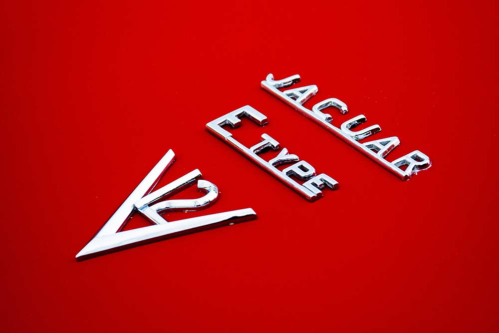 Jaguar E-Type series 3 V12 badge