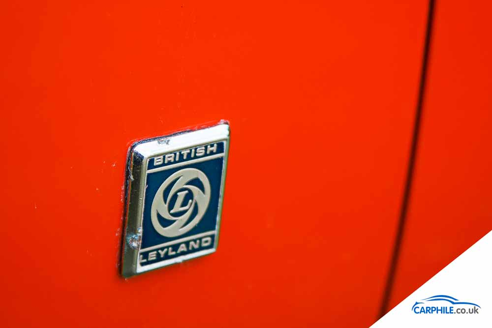 MG MGB photo gallery Mark 3 British Leyland badge