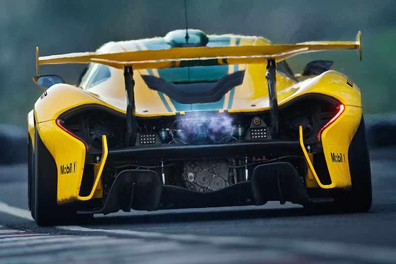 McLaren-P1-GTR_on-track