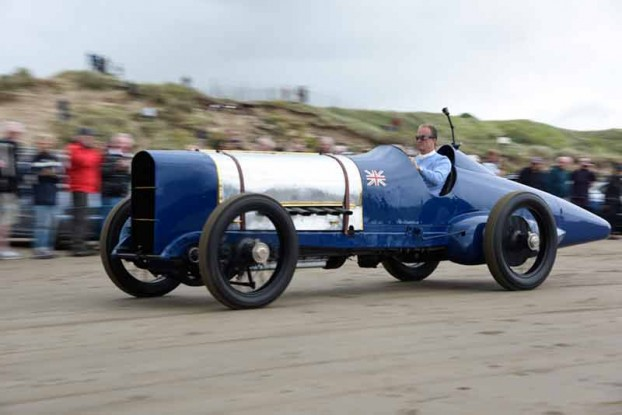 'Blue bird' roars at Pendine on 90th Anniversary run - carphile.co.uk