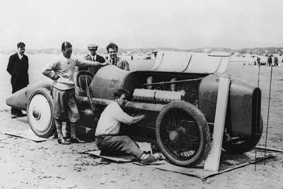 Period photo of the Blue bird team at Pendine in 1925 - carphile.co.uk