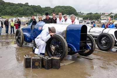 2015 Photo recreation of the Blue bird team working on the car at Pendine - carphile.co.uk