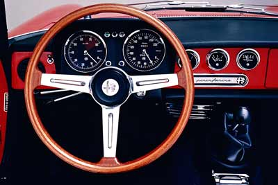 Alfa Romeo Duetto dashboard - carphile.co.uk