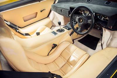 Lamborghini-countach-500s-interior