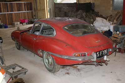 hedge-find-e-type-jaguar-rear